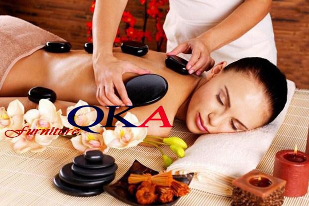 Massage với đá nóng rất tốt cho cơ thể