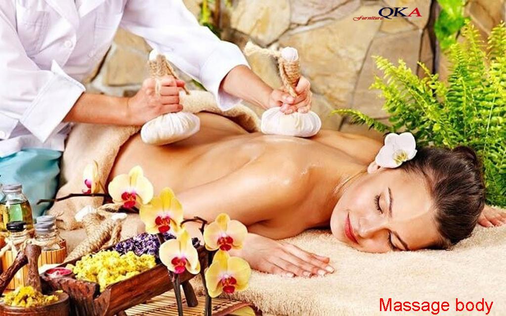 Massage body cùng thảo dược