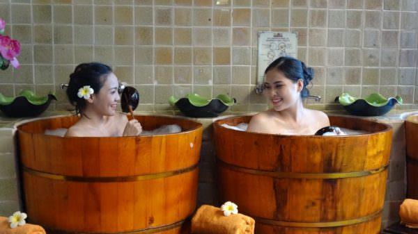 Bồn tắm gỗ mang lại nhiều lợi ích cho sức khỏe